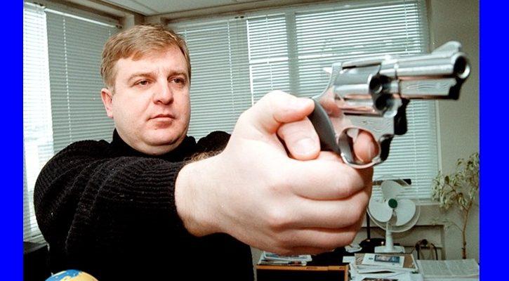 Той лъже! Вижте защо той носи оръжие + ВИДЕО